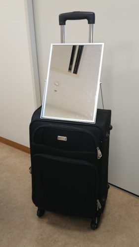 カット顔そり道具入りスーツケース